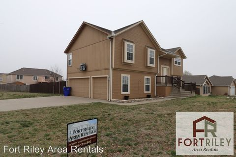 Photo of 2703 Valley Dr, Junction City, KS 66441