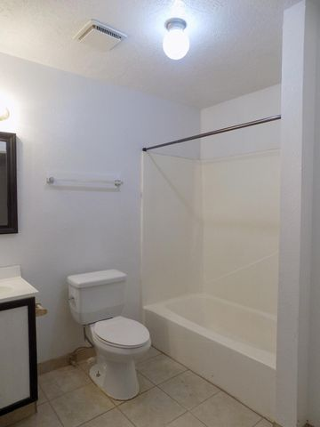 Photo of 224 San Pablo St Ne Apt 3, Albuquerque, NM 87108