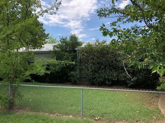 417 W Hackley St Perrin, TX 76486