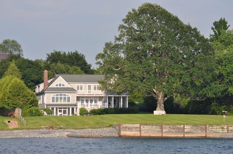 Photo of 175 Hills Point Rd, Charlotte, VT 05445