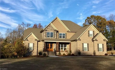 Photo of 5714 Oakhurst Downs Dr, Oak Ridge, NC 27310