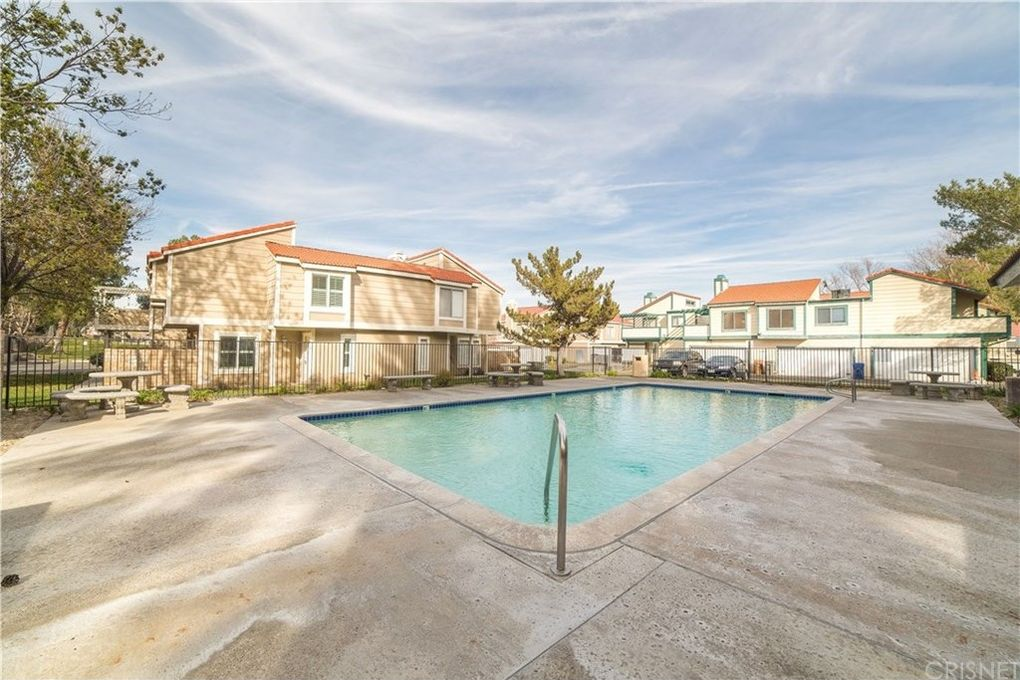 31371 The Old Rd Unit B, Castaic, CA 91384