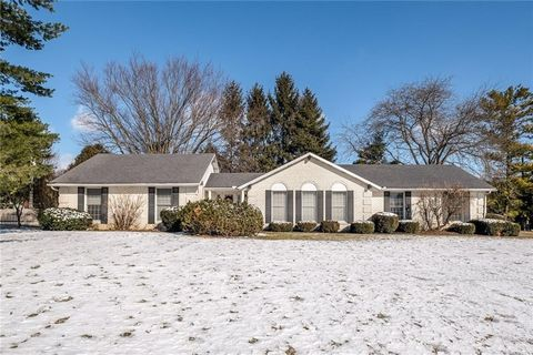 Photo of 51 Inverness Dr, Fairborn, OH 45324
