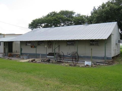 Photo of 1005 Fm 1160 Rd, Louise, TX 77455