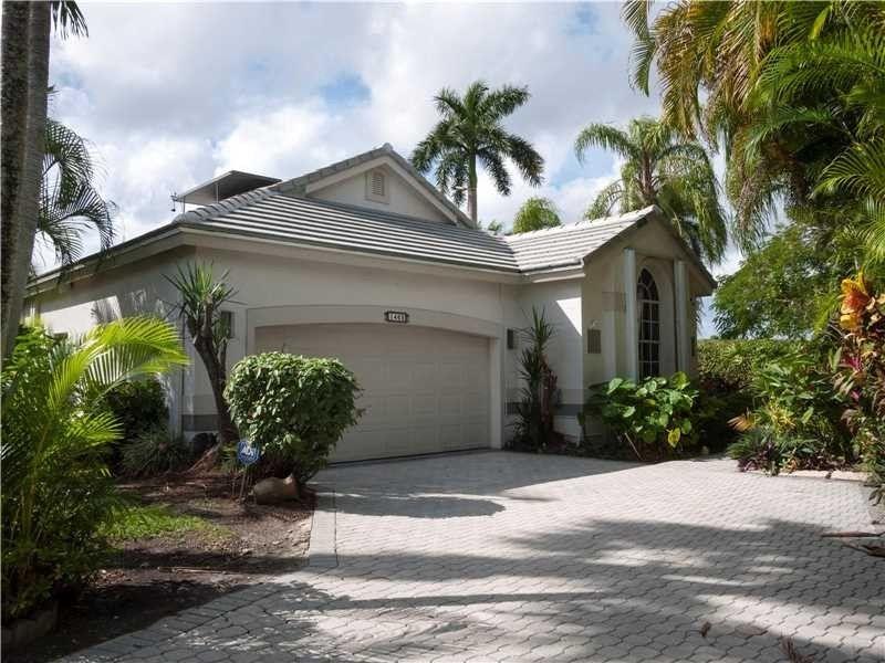 1460 Lacosta Dr Pembroke Pines, FL 33027