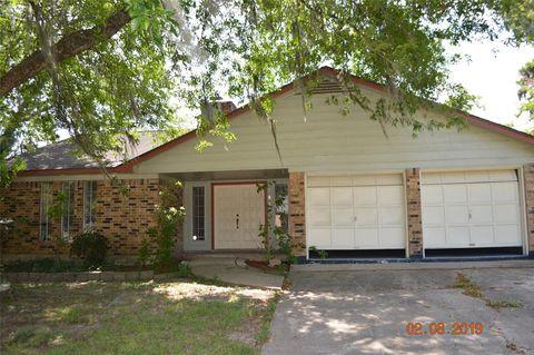 Photo of 201 Larkspur St, Lake Jackson, TX 77566
