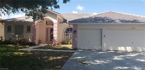Photo of 3365 Mystic River Dr, Naples, FL 34120