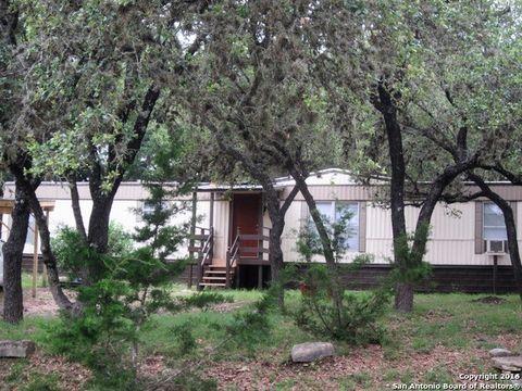 623 Royal Oak Dr, Canyon Lake, TX 78133