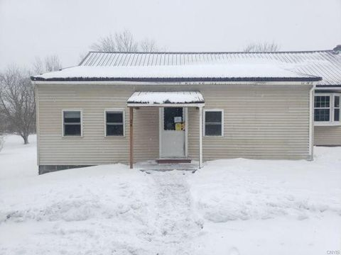 Photo of 24 Gorman Ln, Fulton, NY 13069