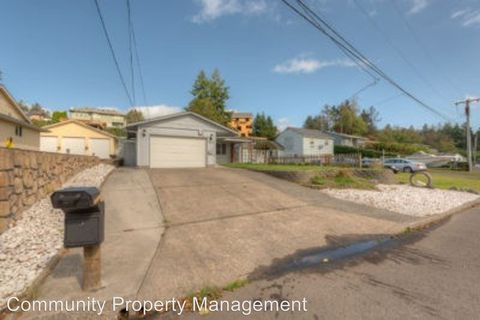 Photo of 300 Mc Clure Ave, Astoria, OR 97103
