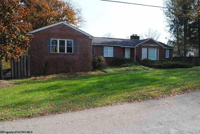 44 n bradshaw st belington wv 26250 for Wv home builders