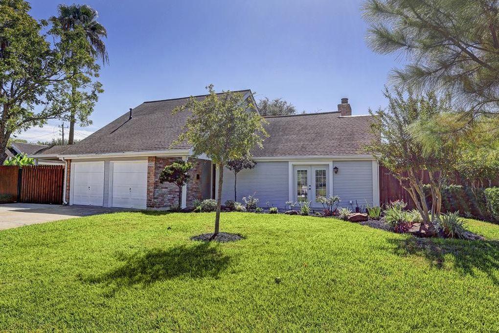 15605 Elwood Dr, Jersey Village, TX 77040