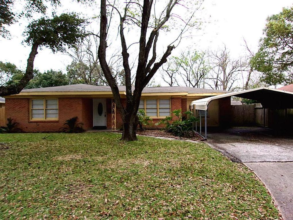 5009 Post Oak Ln, Texas City, TX 77591