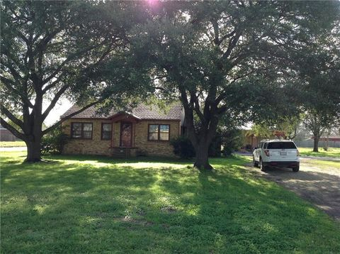 Photo of 804 E Navasota St, Groesbeck, TX 76642