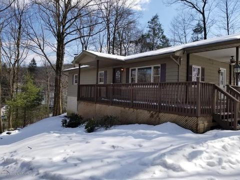 Photo of 706 Foxtown Hill Rd, Stroudsburg, PA 18360
