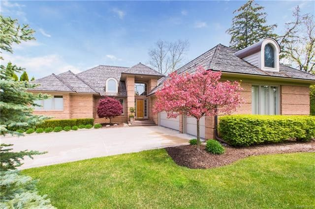 3300 South Shore Cir, West Bloomfield Township, MI 48323