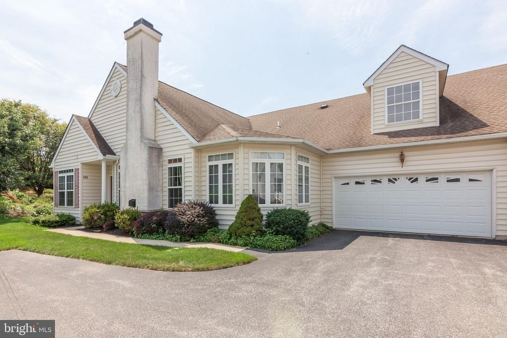 198 Rose View Dr West Grove, PA 19390