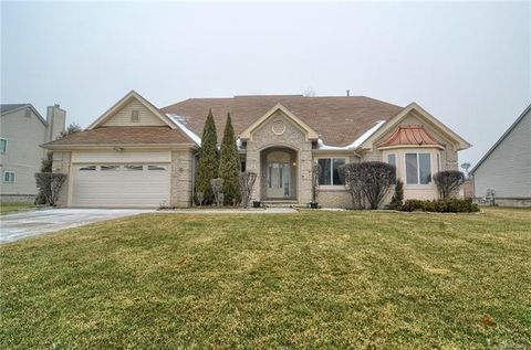 Photo of 27446 Cranbrook Dr, Farmington Hills, MI 48336