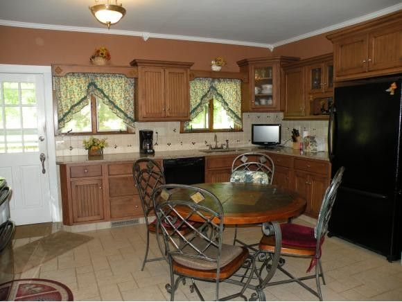 929 Castle Creek Rd, Binghamton, NY 13901