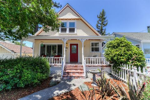 Photo of 304 West St, Petaluma, CA 94952