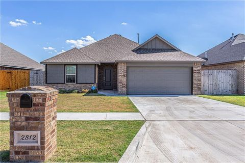 Photo of 2812 Hayride Dr, Weatherford, OK 73096