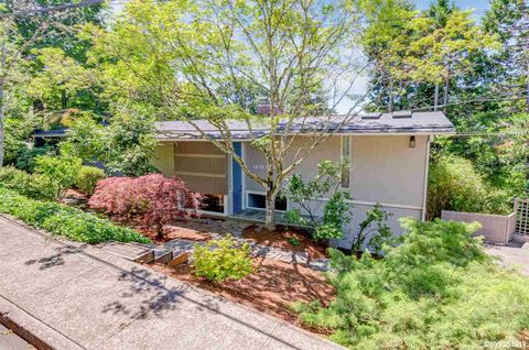 Photo of 3209 Canterbury Dr S, Salem, OR 97302