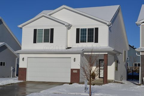 Photo of 1038 31st Ave W, West Fargo, ND 58078