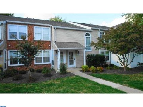 6010 Beacon Hill Dr, Holland, PA 18966