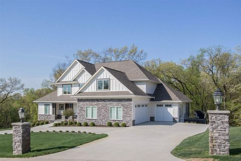 Photo of 3017 Woodland Ridge Dr Ne, Iowa City, IA 52240