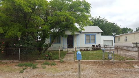 Photo of 303 E Country Club Rd, Roswell, NM 88201