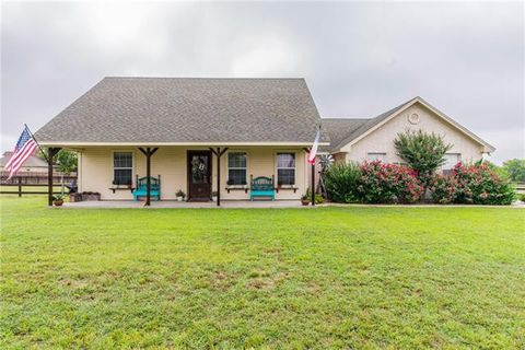 Photo of 405 Spur Ct, Godley, TX 76044