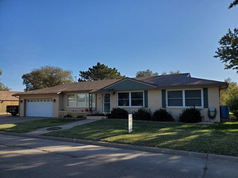 Photo of 309 N Saint John St, Russell, KS 67665