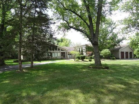 Photo of 4555 Cherokee Ln, Bloomfield Township, MI 48301
