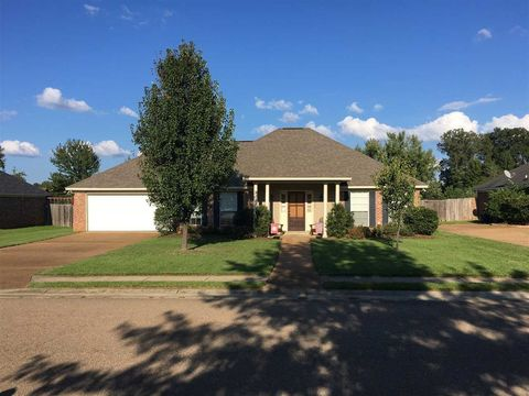 126 Middle Field Dr, Canton, MS 39046