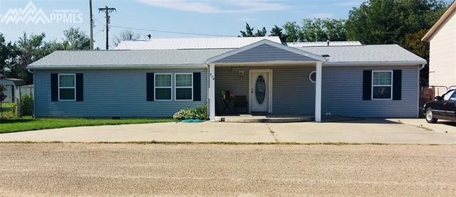 714 Sunset Ln, Holly, CO 81047