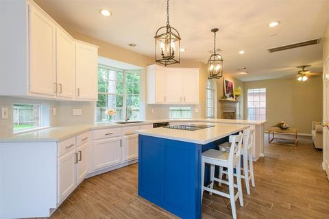 Photo of 126 Summer Storm Pl, The Woodlands, TX 77381