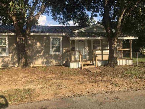 Photo of 315 N Hook St, Henrietta, TX 76365