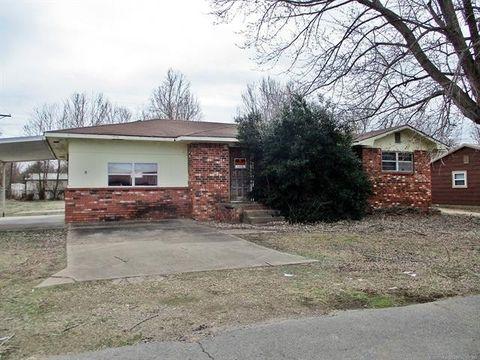 Photo of 702 W Walnut St, Stilwell, OK 74960