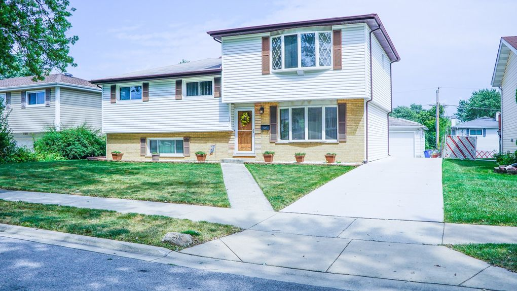 117 S Adeline Ave, Addison, IL 60101