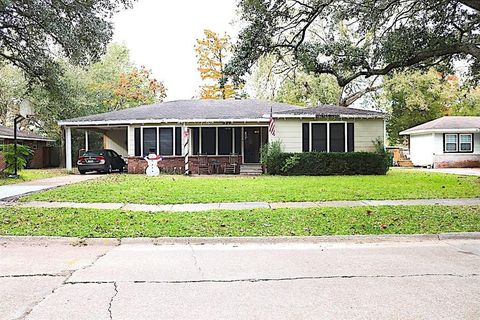 324 Washington St  Lake Charles  LA 70605. Lake Charles  LA Real Estate   Lake Charles Homes for Sale