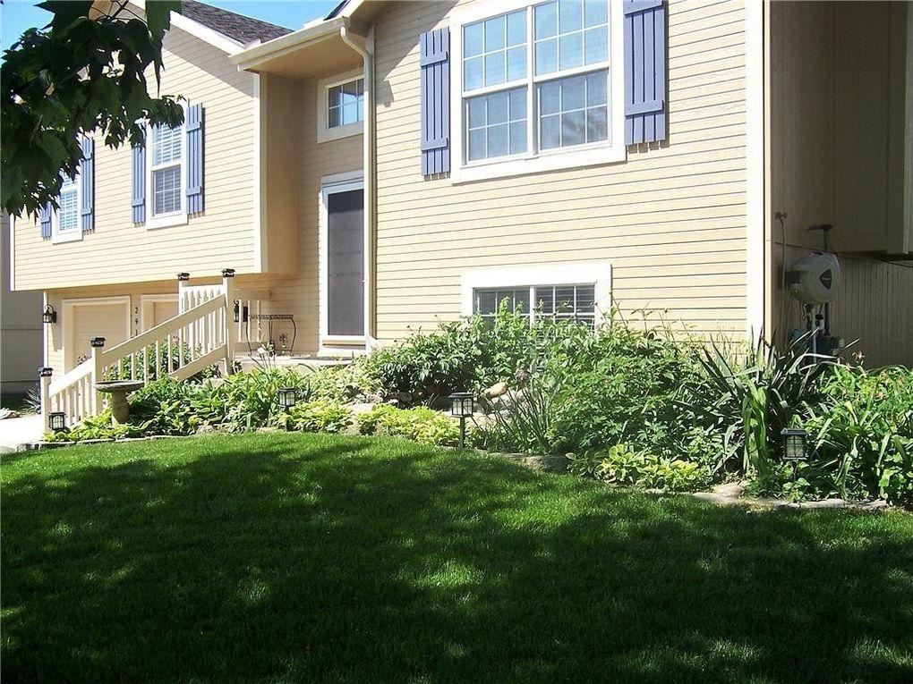2916 Spring Garden St, Leavenworth, KS 66048 - realtor.com®