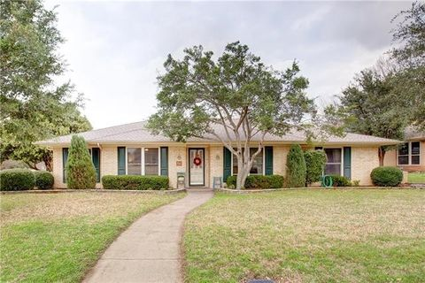 Photo of 1361 Cheyenne Rd, Lewisville, TX 75077