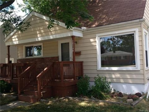 28348 Maplewood St, Garden City, MI 48135