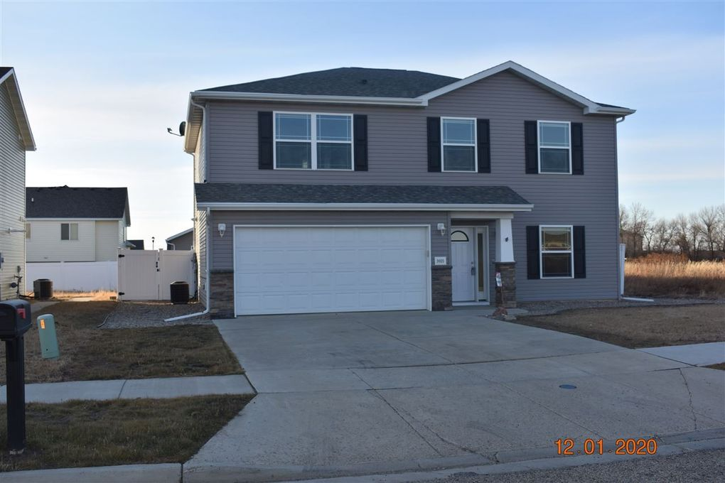 3021 11th St NW Minot, ND 58703