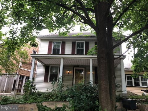 15 Newswanger Rd, Lancaster, PA 17603