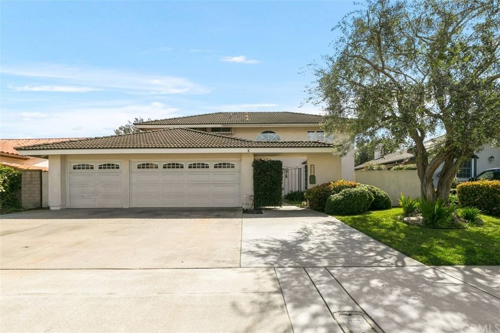 6762 Via Carona Dr Huntington Beach, CA 92647