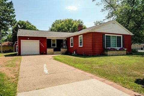 1245 S 6th Ave, Wausau, WI 54401