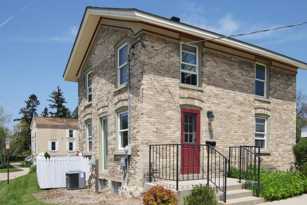 They Helped Make History At 1709 Monroe >> 1800 Monroe St West Bend Wi 53090 Realtor Com