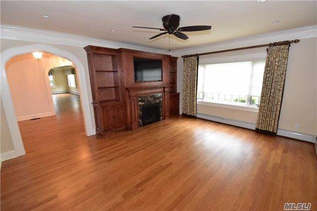 129 Newmarket Rd, Garden City, NY 11530