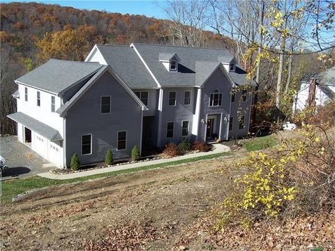 150 S Georges Hill Rd, Southbury, CT 06488